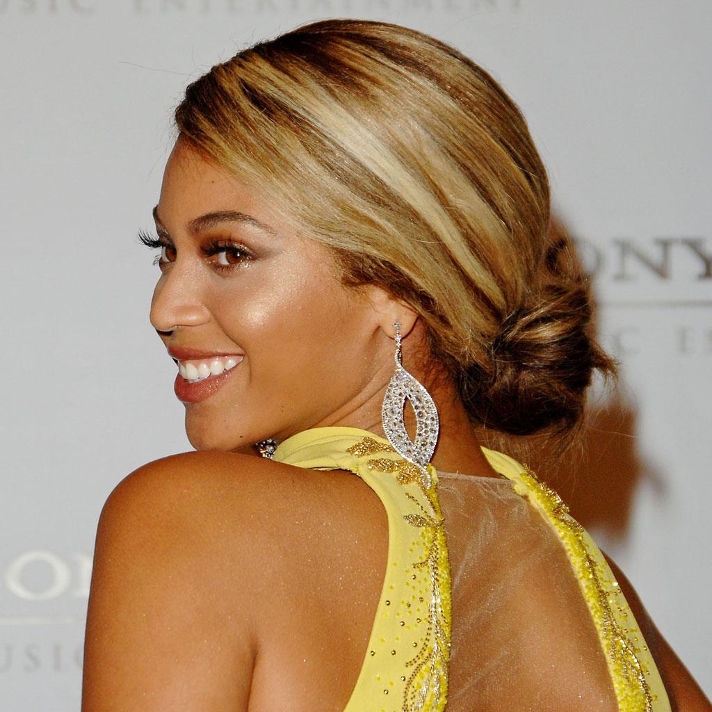 Chignon bas - Beyoncé fête ses 38 ans : retour sur son évolution capillaire - Elle