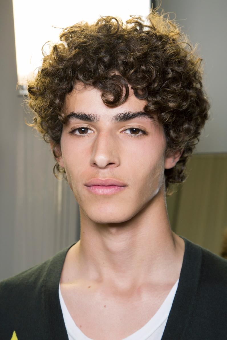 coupe de cheveux homme frise