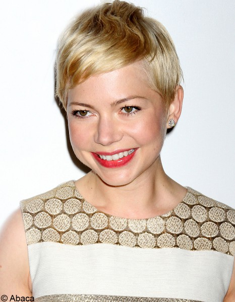 la coupe courte blonde de michelle williams 30 stars. Black Bedroom Furniture Sets. Home Design Ideas