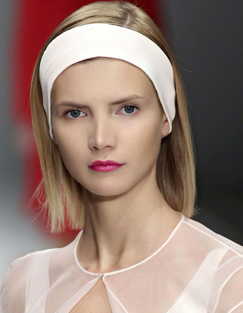 Bandeau cheveux courts - 20 coiffures avec un bandeau qui donnent du style  - Elle 37e145c59c9