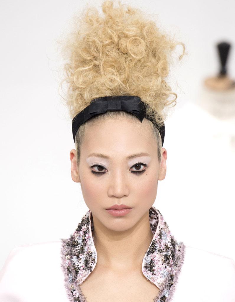 Bandeau cheveux soie - 20 coiffures avec un bandeau qui donnent du style -  Elle c8bd90667d2