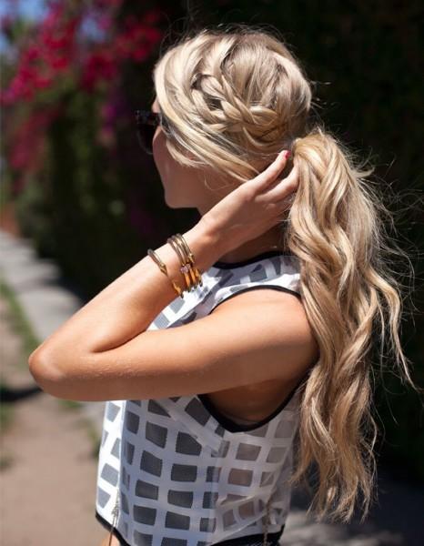 coiffure cheveux attach s boucl s hiver 2015 cheveux attach s 30 id es de coiffures chics ou. Black Bedroom Furniture Sets. Home Design Ideas