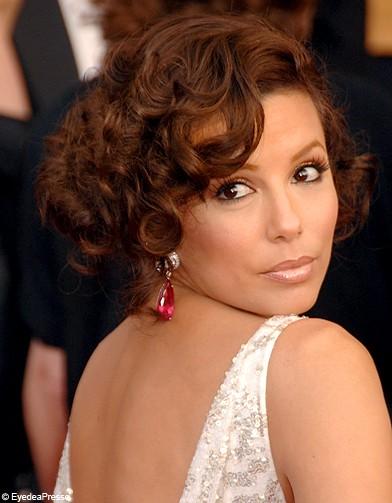 http://www.elle.fr/var/plain_site/storage/images/beaute/cheveux/coiffure/cheveux-boucles-des-stars/eva-longoria/11413950-1-fre-FR/eva_longoria_reference.jpg