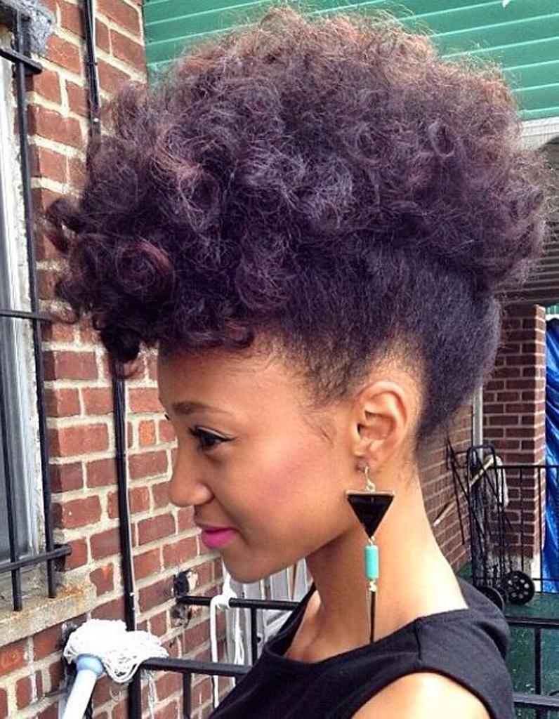 Coiffure cheveux crépus rapide , Cheveux crépus  20 idées de coiffures  simples mais pointues , Elle