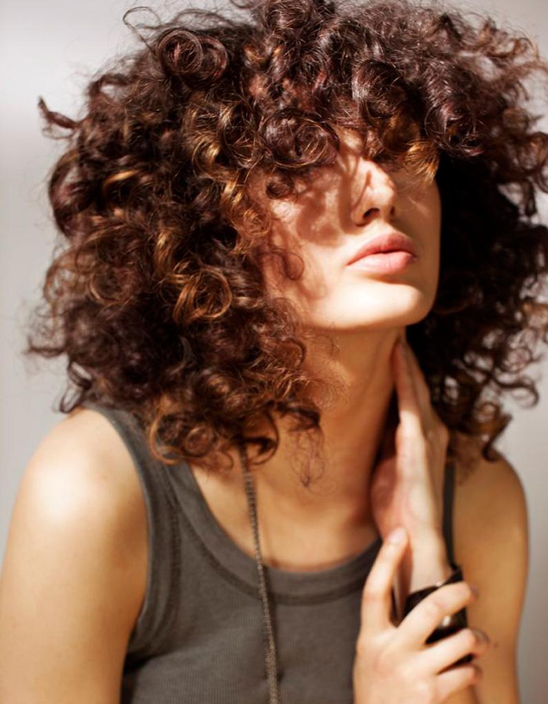 Coupe pour cheveux frises et epais femme