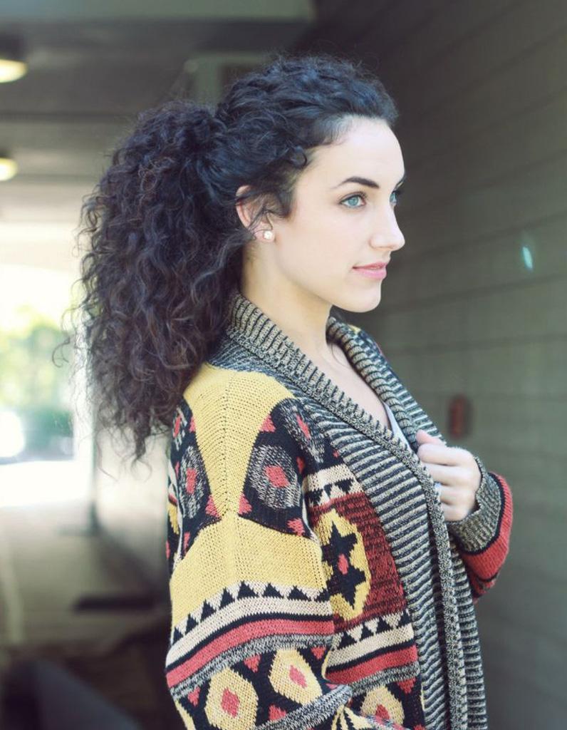 Photos coiffure femme cheveux frises