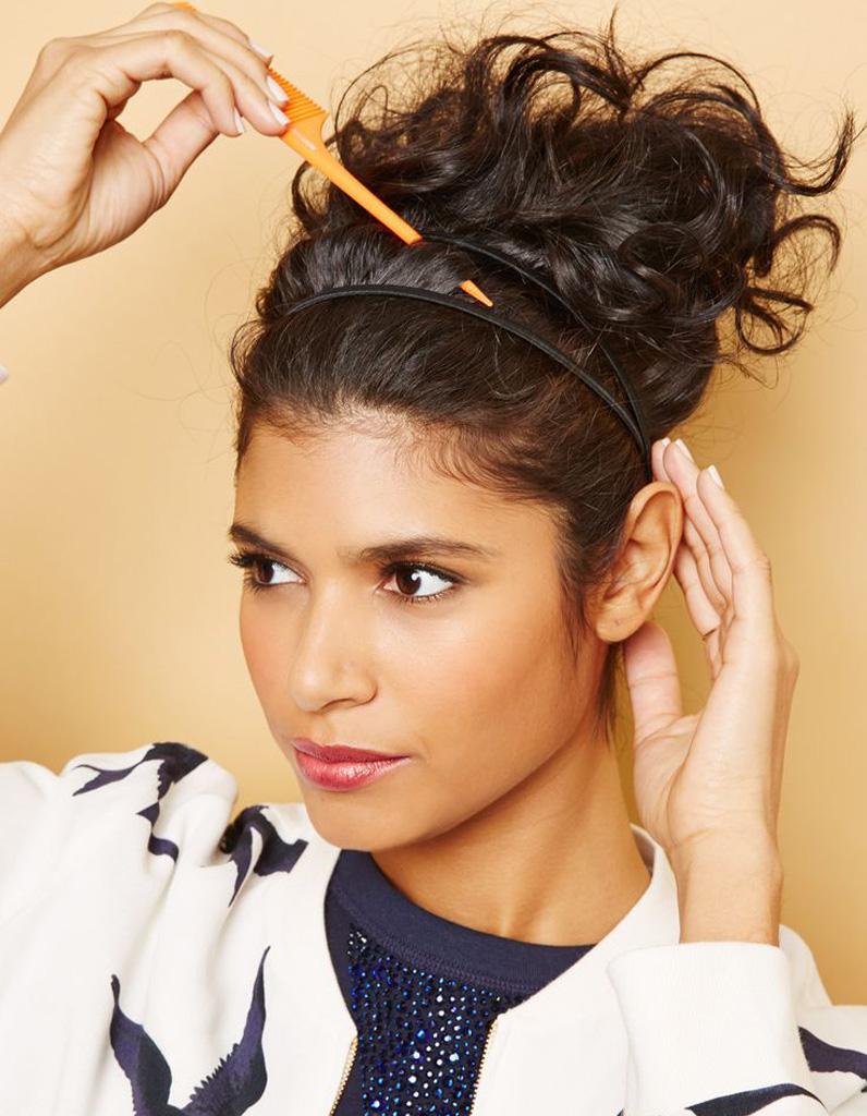 Coiffure cheveux frisés visage ovale , Cheveux frisés  nos plus jolies  idées pour les coiffer , Elle