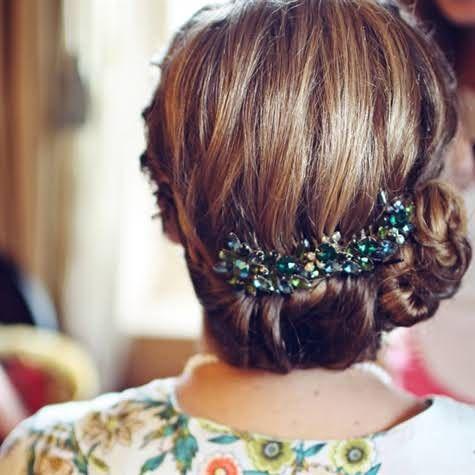 coiffure mariage cheveux mi longs 40 coiffures de mariage rock ou sages elle. Black Bedroom Furniture Sets. Home Design Ideas