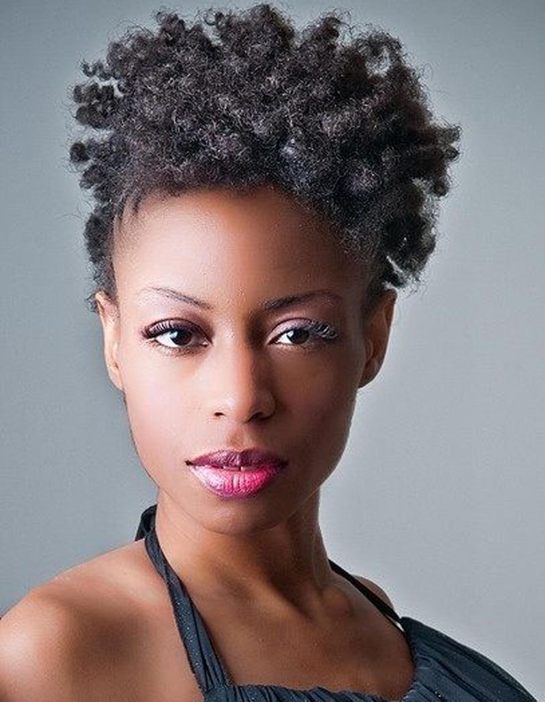 Coiffure naturelle africaine , 25 idées de coiffures naturelles pour se  sentir belle , Elle