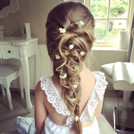 coiffure petite fille communion 40 coiffures de petite. Black Bedroom Furniture Sets. Home Design Ideas