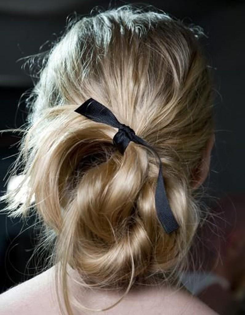 coiffure romantique tendance 20 coiffures romantiques pas si cucul elle. Black Bedroom Furniture Sets. Home Design Ideas