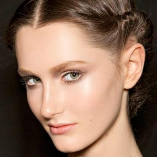 Coiffure cheveux courts comment faire une coiffure sur cheveux courts elle - Comment fabriquer une coiffeuse ...