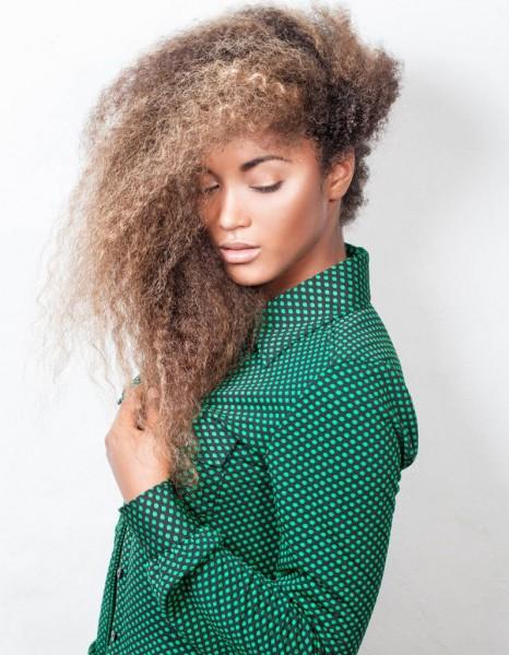 Coiffure afro boucl hiver 2015 coiffures afro les filles styl es donnent le ton elle - Coiffure afro fille ...