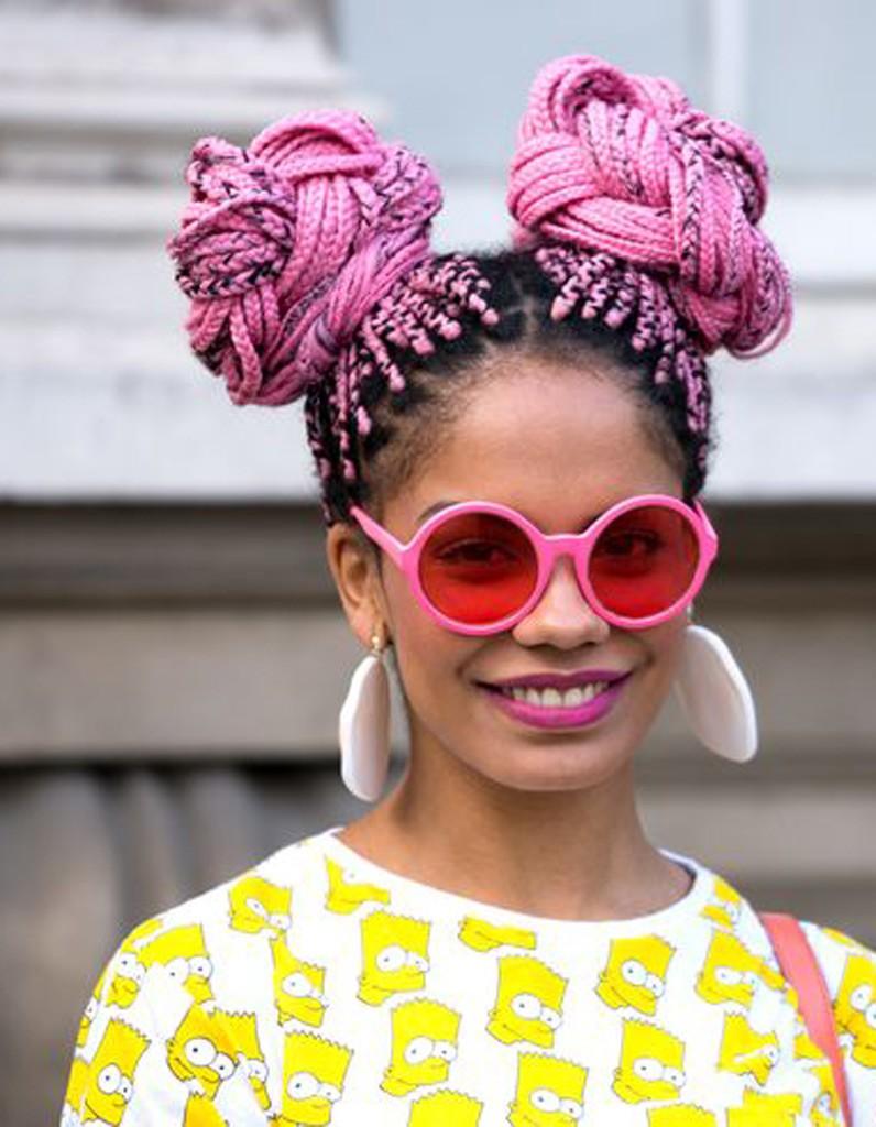 coiffure afro femme hiver 2015 coiffures afro les filles styl es donnent le ton elle. Black Bedroom Furniture Sets. Home Design Ideas