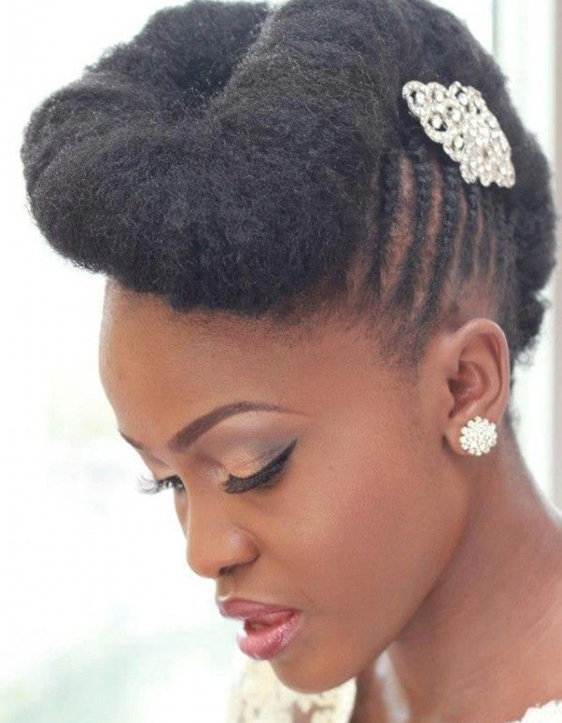 coiffure afro mariage hiver 2015 coiffures afro les filles styl es donnent le ton elle. Black Bedroom Furniture Sets. Home Design Ideas