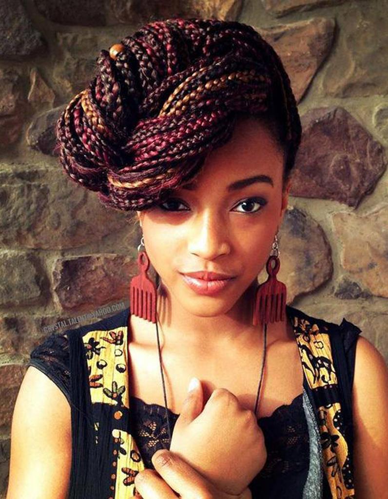 Coiffure afro tresses nattes hiver 2015 - Coiffures afro  les filles stylu00e9es donnent le ton - Elle