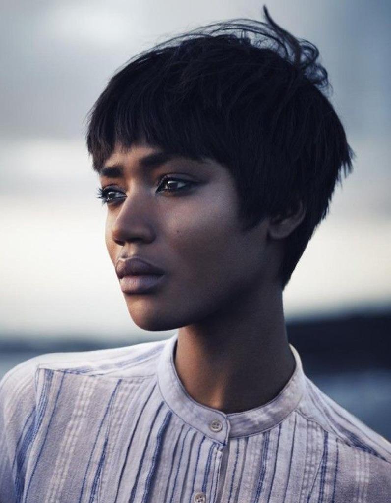 Coupe cheveux afro court hiver 2015 - Coiffures afro : les filles stylées donnent le ton - Elle