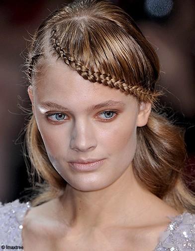http://cdn-elle.ladmedia.fr/var/plain_site/storage/images/beaute/cheveux/coiffure/la-tresse-coiffure-star-du-printemps/elie-saab/13451729-1-fre-FR/Elie-Saab_reference.jpg