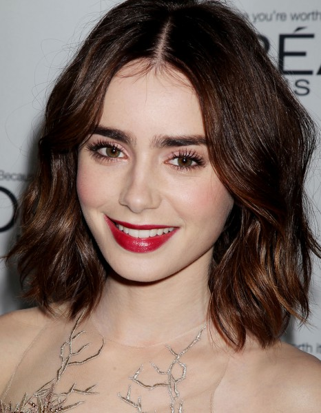 le carr flou de lily collins le carr flou nouvelle coupe pr f r e des stars elle. Black Bedroom Furniture Sets. Home Design Ideas