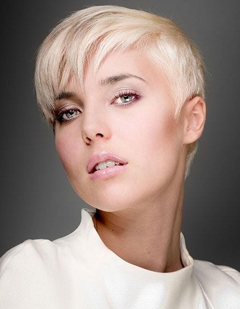 Coiffure visage rond femme 40 coiffures canon pour les - Coiffure coupe courte femme visage rond ...