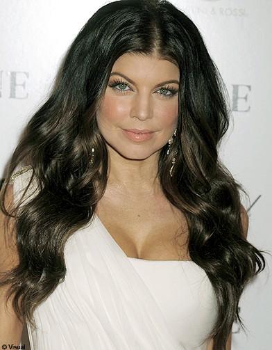 http://www.elle.fr/var/plain_site/storage/images/beaute/cheveux/coiffure/nouvelle-vague/fergie/13044485-1-fre-FR/Fergie_reference.jpg
