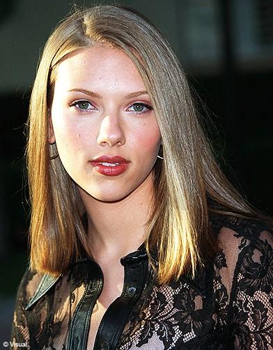 cheveux blonds - Scarlett Johansson : ses plus belles coiffures - Elle