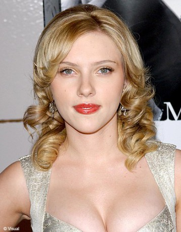 D grad boucl scarlett johansson ses plus belles coiffures elle - Scarlett prenom ...