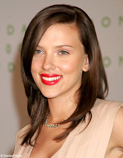 long d grad ch tain scarlett johansson ses plus. Black Bedroom Furniture Sets. Home Design Ideas