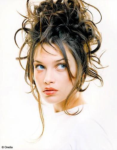 http://www.elle.fr/var/plain_site/storage/images/beaute/cheveux/coiffures/chignons/chignon-indiscipline/11109028-1-fre-FR/chignon_indiscipline_reference.jpg