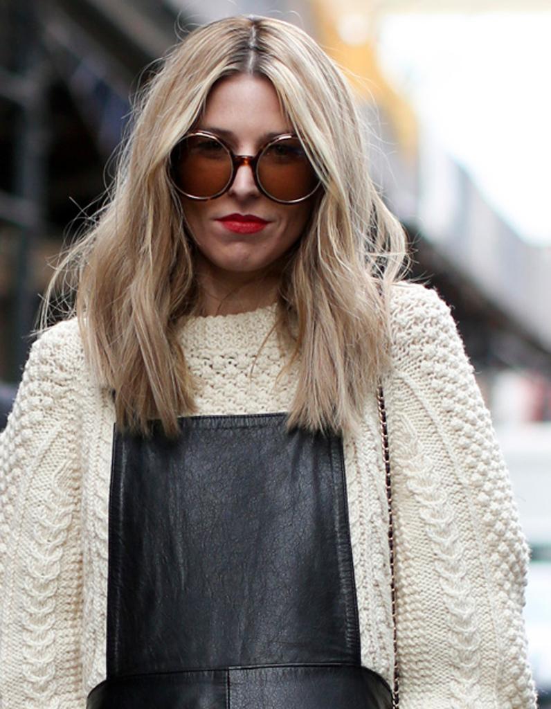 cheveux meches blond tres clair coiffures modernes. Black Bedroom Furniture Sets. Home Design Ideas