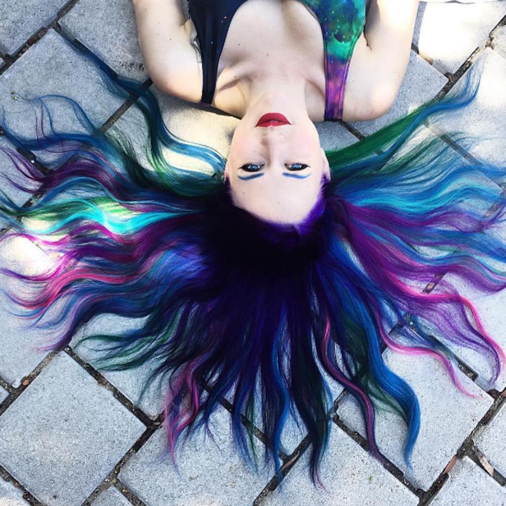 Galaxy Hair La Coloration Cheveux Multicolore Inspiree De L Espace