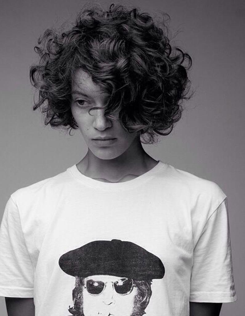 Coiffeur femme cheveux boucles