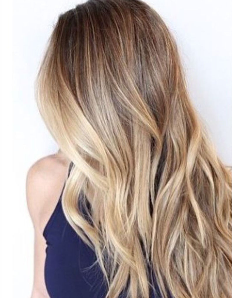 Coupe de cheveux en blond