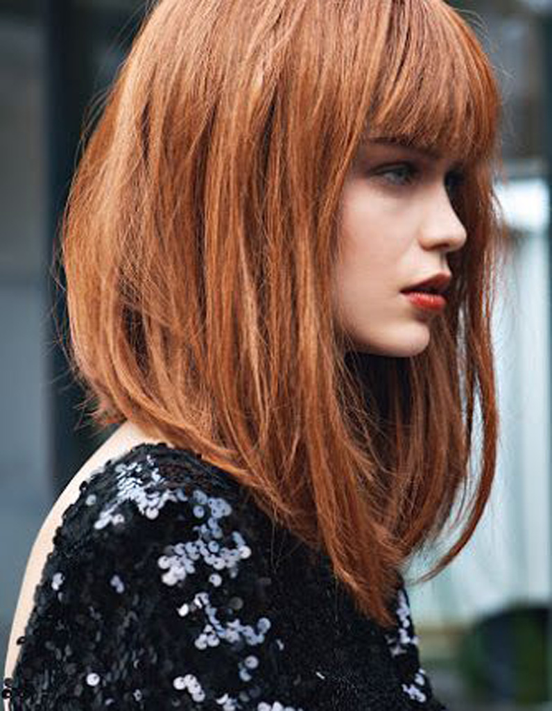 Modele coiffure carre plongeant mi long
