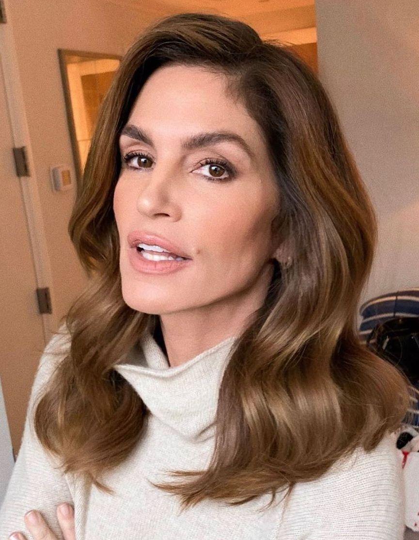 15 coiffures que les célébrités de plus de 50 ans adorent - elle