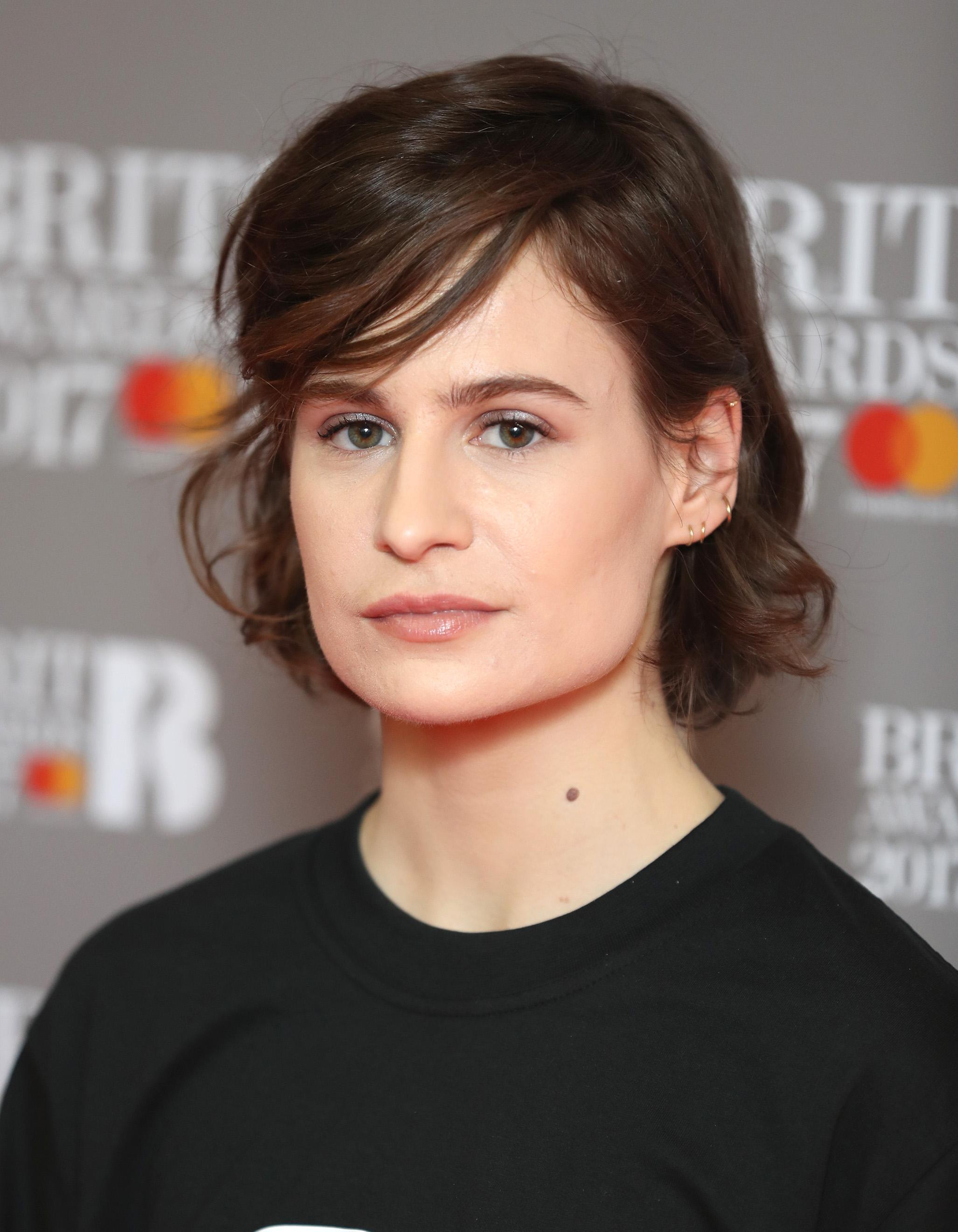 Christine And The Queens Change Radicalement De Coupe De Cheveux Elle