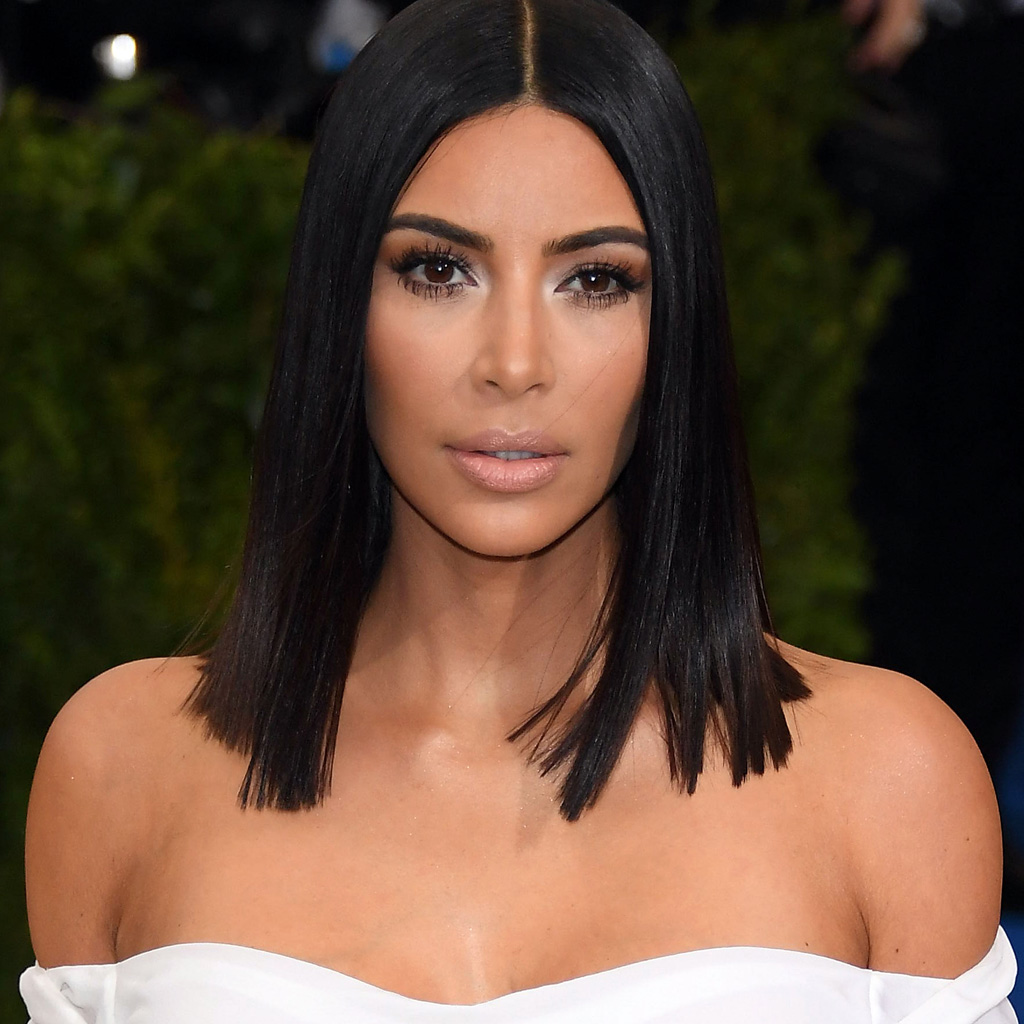 on conna t d sormais l astuce pour avoir les cheveux soyeux de kim kardashian elle. Black Bedroom Furniture Sets. Home Design Ideas