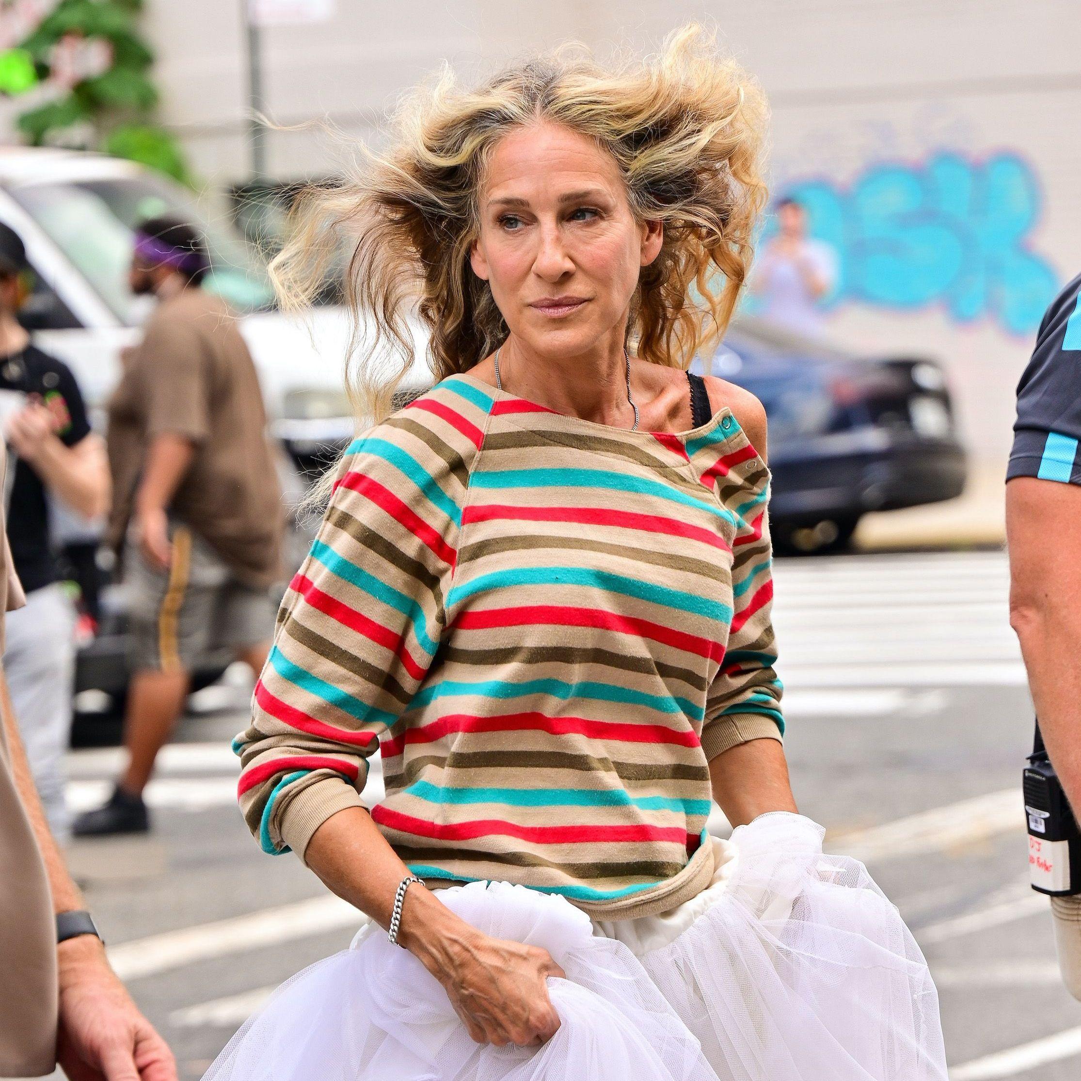 Sarah Jessica Parker adopte cette astuce coiffure qui rajeunit