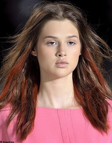 Mèche color block Acne - 50 coiffures pour changer de tête - Mèche ...