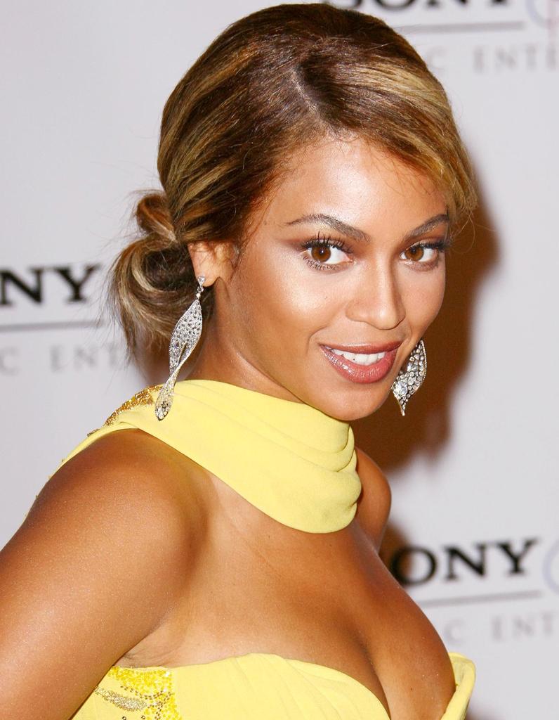 Chignon bas - Beyoncé : toutes ses coupes de cheveux en ...