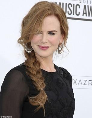 Coiffure de stars : la tresse de côté Beaute people tendance coiffure tresse decoiffees Nicole Kidman
