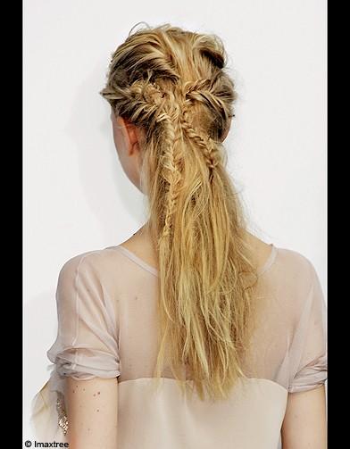 beaute look tendance conseils cheveux coiffure queue cheval tressee dos je veux une demi queue. Black Bedroom Furniture Sets. Home Design Ideas