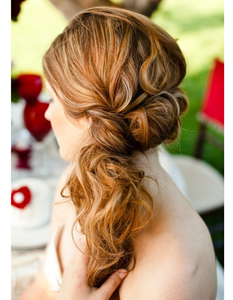Coiffure de mariée Queue,de,cheval de côté , Les plus jolies coiffures de  mariée pour s\u0027inspirer , Elle