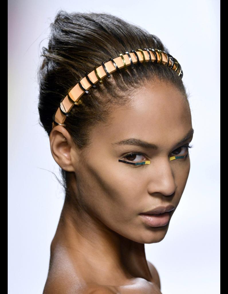 Le serre-tête futuriste de Fendi - Les accessoires cheveux de l été   notre  sélection - Elle b8dd96b2699