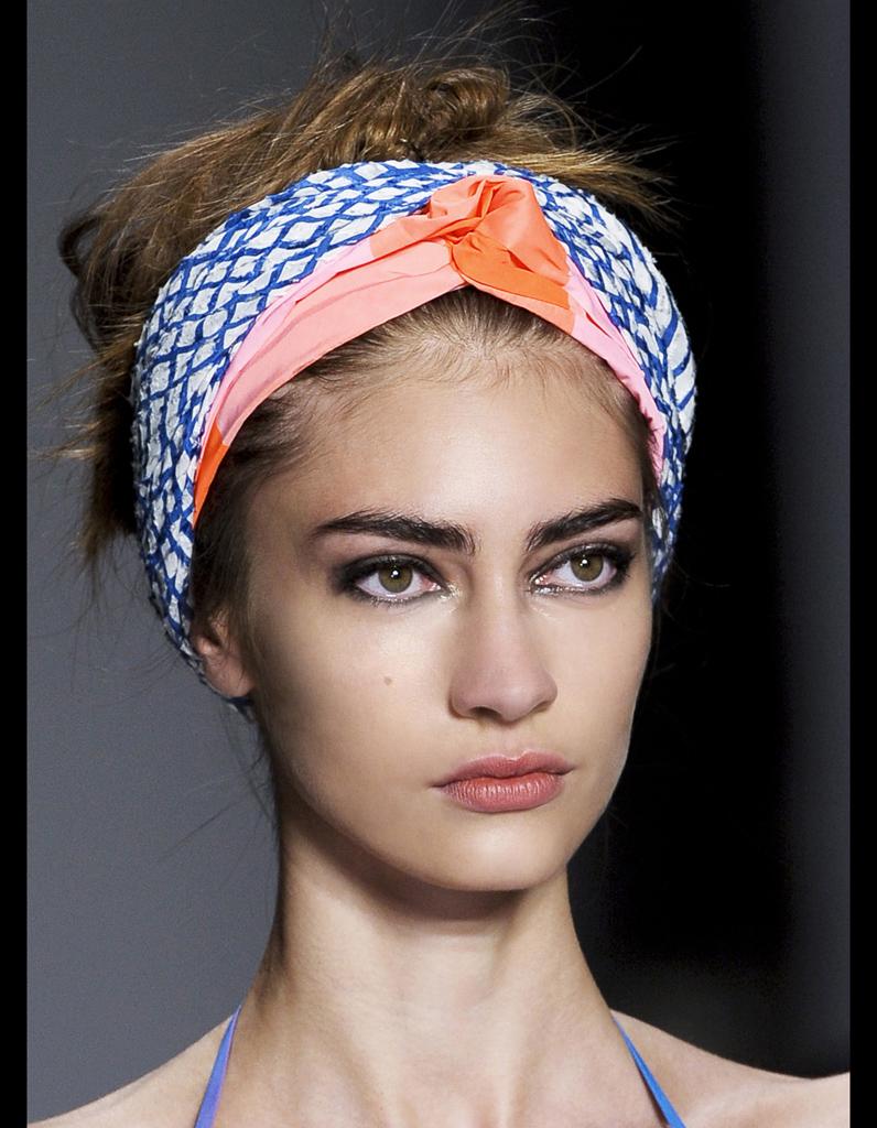 Le turban ethnique de Marc by Marc Jacobs - Les accessoires cheveux de l été    notre sélection - Elle 88b615bb574