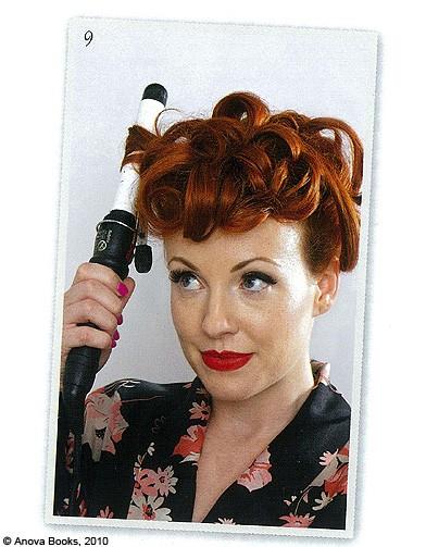 beaute cheveux coiffure vintage retro etape 9 mon chignon r tro en un tournemain elle. Black Bedroom Furniture Sets. Home Design Ideas