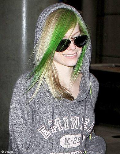 Les m ches vertes d 39 avril lavigne people elles en font - Toutes les couleurs vertes ...
