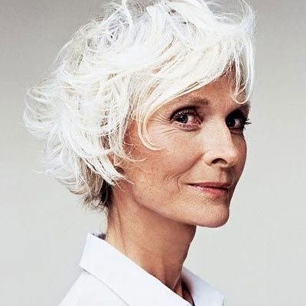 coupe de cheveux courte femme cheveux blancs