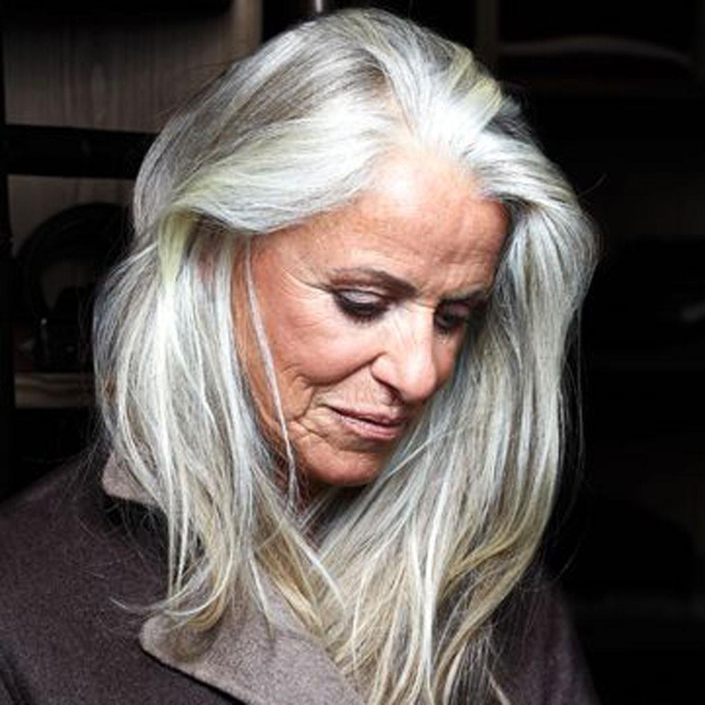 cheveux blancs longs 20 jolies fa ons de porter les cheveux blancs elle. Black Bedroom Furniture Sets. Home Design Ideas