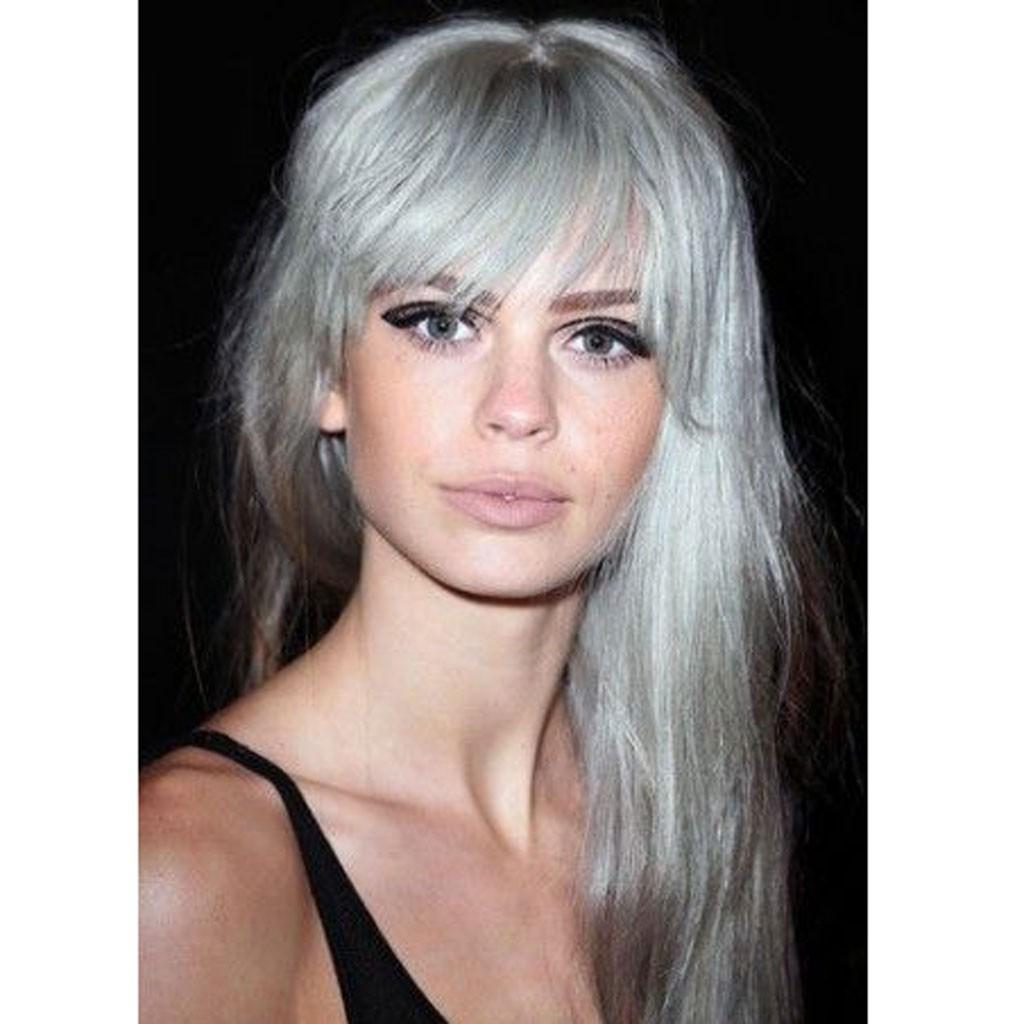 cheveux gris et frange 20 jolies fa ons de porter les cheveux blancs elle. Black Bedroom Furniture Sets. Home Design Ideas